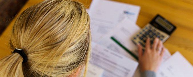 Organiza tus cuentas para mejorar la economía del hogar