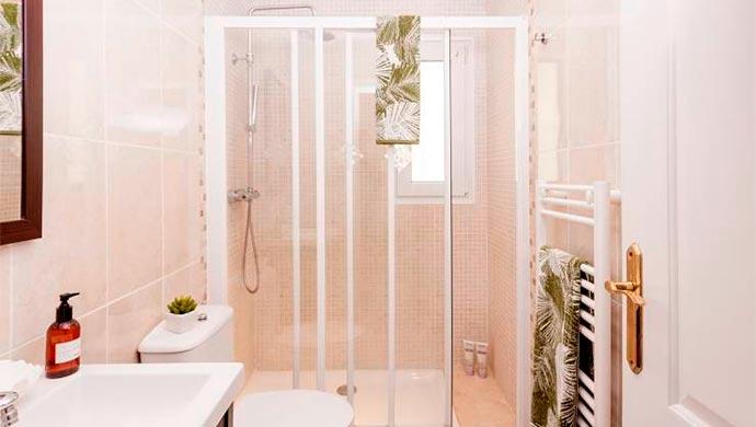 Trucos para aprovechar bien un cuarto de baño pequeño