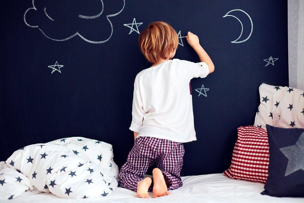 Pinta una pared con pintura de pizarra