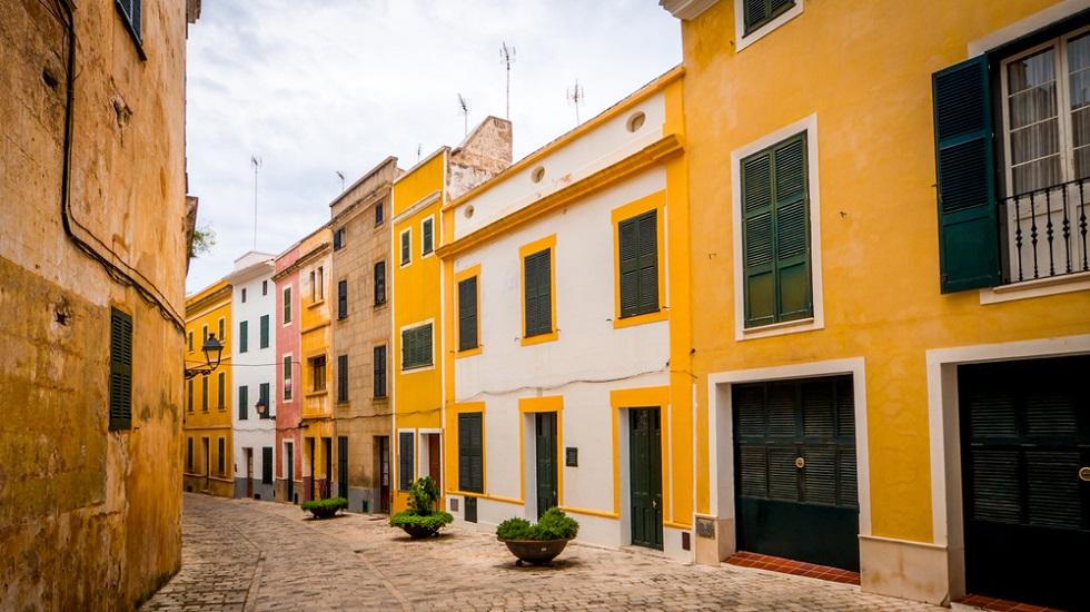 El Gobierno Balear expropia temporalmente 56 viviendas de grandes tenedores