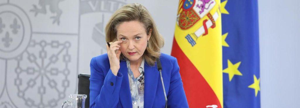 Calviño estima que los fondos europeos empezarán a llegar en junio y critica al PP