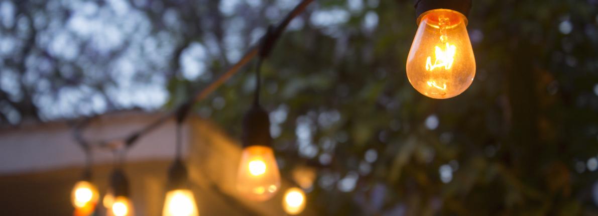 El Defensor del Pueblo ve elevados los impuestos sobre la luz y cuestiona si su pago es asumible