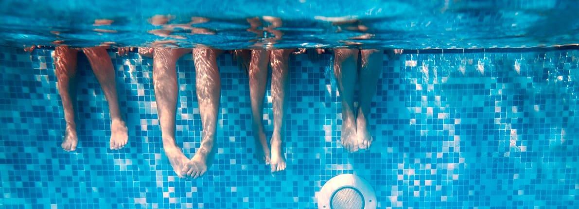 4 soluciones para acabar con el agua verde de la piscina