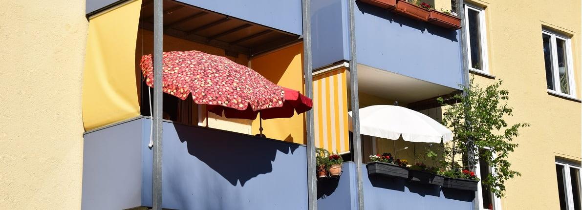 Tipos de toldos y sombrillas para tu balcón, ¿cuál te conviene más?
