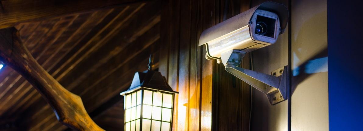 ¿Es legal poner cámaras de seguridad exterior en la puerta de mi piso?
